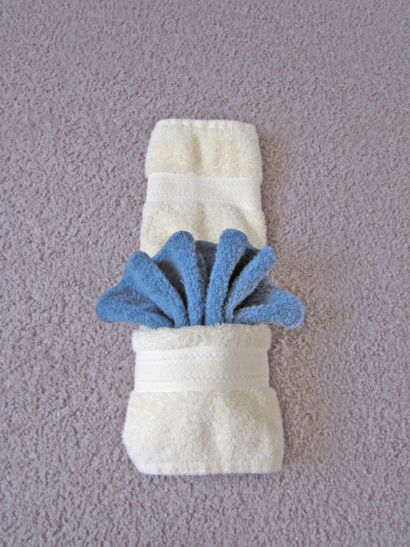 Fancy towels w pockets dinner discourse for Bathroom towel folding designs